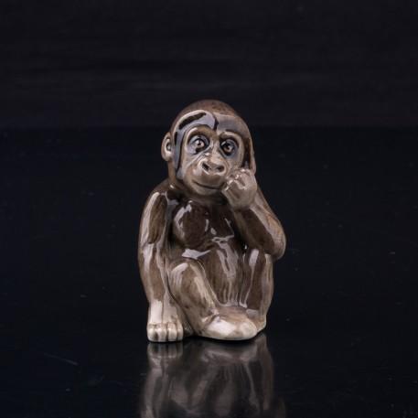 Фигурка обезьяны из фарфора Детеныш гориллы, миниатюра, Hutschenreuther, Германия.
