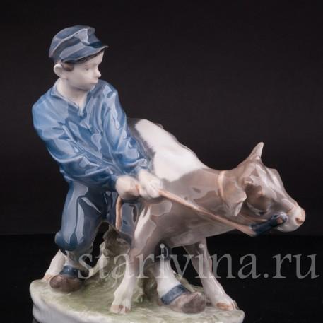 Фарфоровая статуэтка Мальчик с бычком, Royal Copenhagen, Дания, 1970 гг.